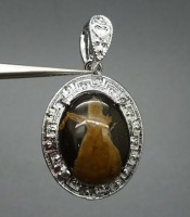 Kegunaan Batu Liontin Mustika Ratu Succubus