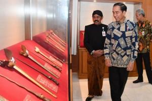 Jokowi Hibahkan Keris Koleksi Pribadi Ke Museum Keris Solo
