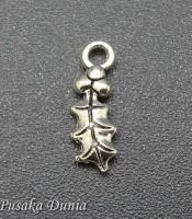 Aksesoris Bandul Gelang Daun Cemara Silver