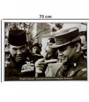 Grosir Poster Dinding Presiden Soekarno dan Mayjen Soeharto