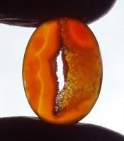 Manfaat Batu Mustika Gendam Combong Kristal