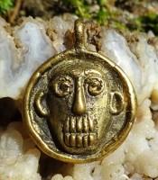 Kegunaan Jimat Liontin Wajah Kera Emas